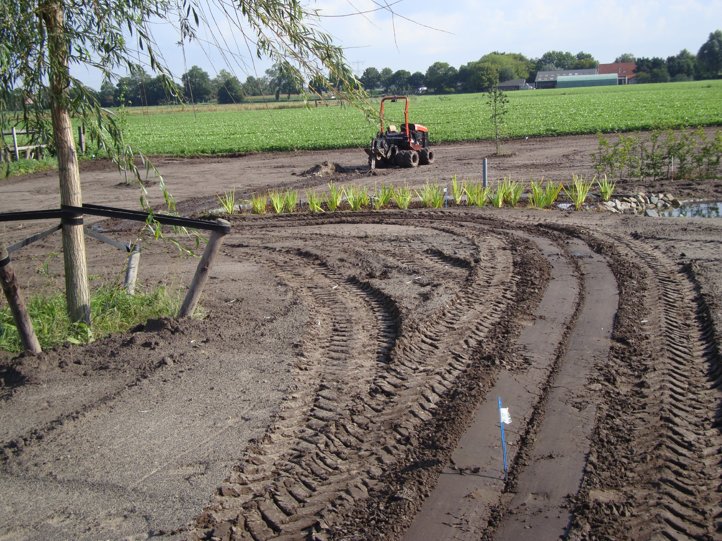 Aanleg tuinberegening met Ditch Witch